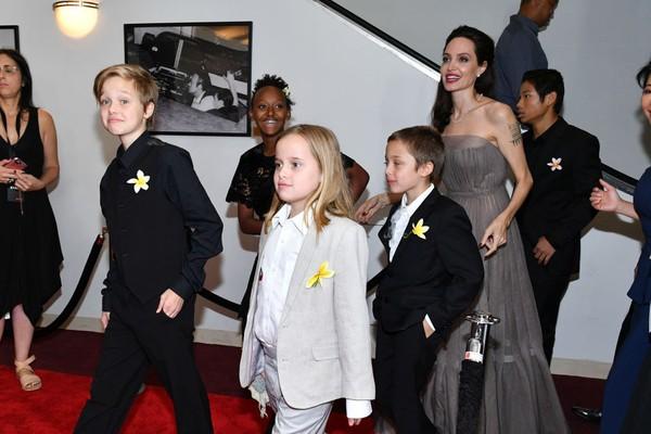Shiloh, Zahara, Vivienne, Knox Leon, Angelina Jolie, e Pax Thien Jolie-Pitt (Foto: Getty Images)