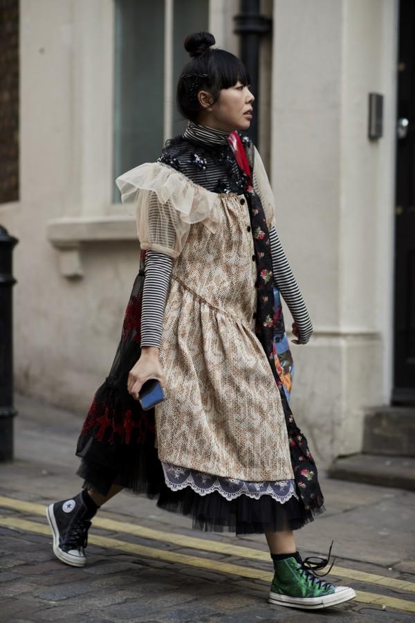 Susie Bubble usa vestido de Simone Rocha (Foto: Imaxtree)