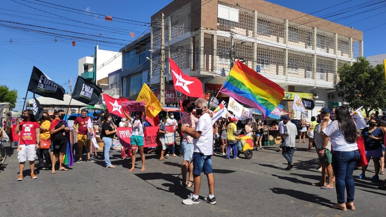 Manifestantes fazem atos contra Bolsonaro e pedem mais vacinas em cidades do RN