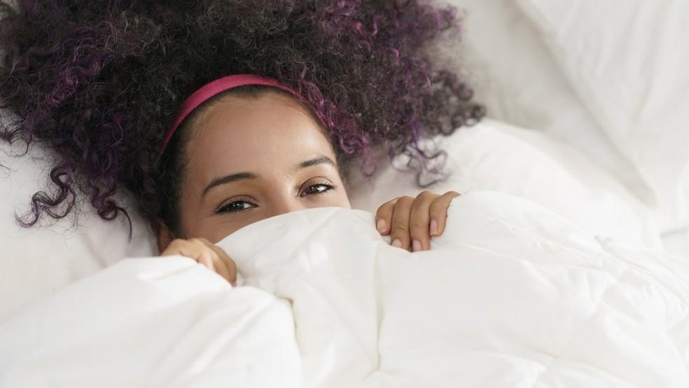 Os introvertidos não costumam se sentir mal ficando em casa numa sexta-feira (Foto: Getty Images via BBC)