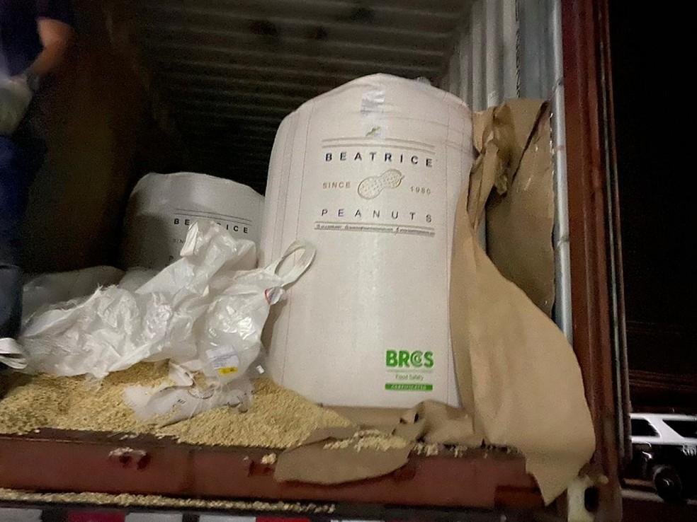 Entorpecentes estavam em caminhão com carga de amendoim em Itu — Foto: Divulgação/Polícia Civil