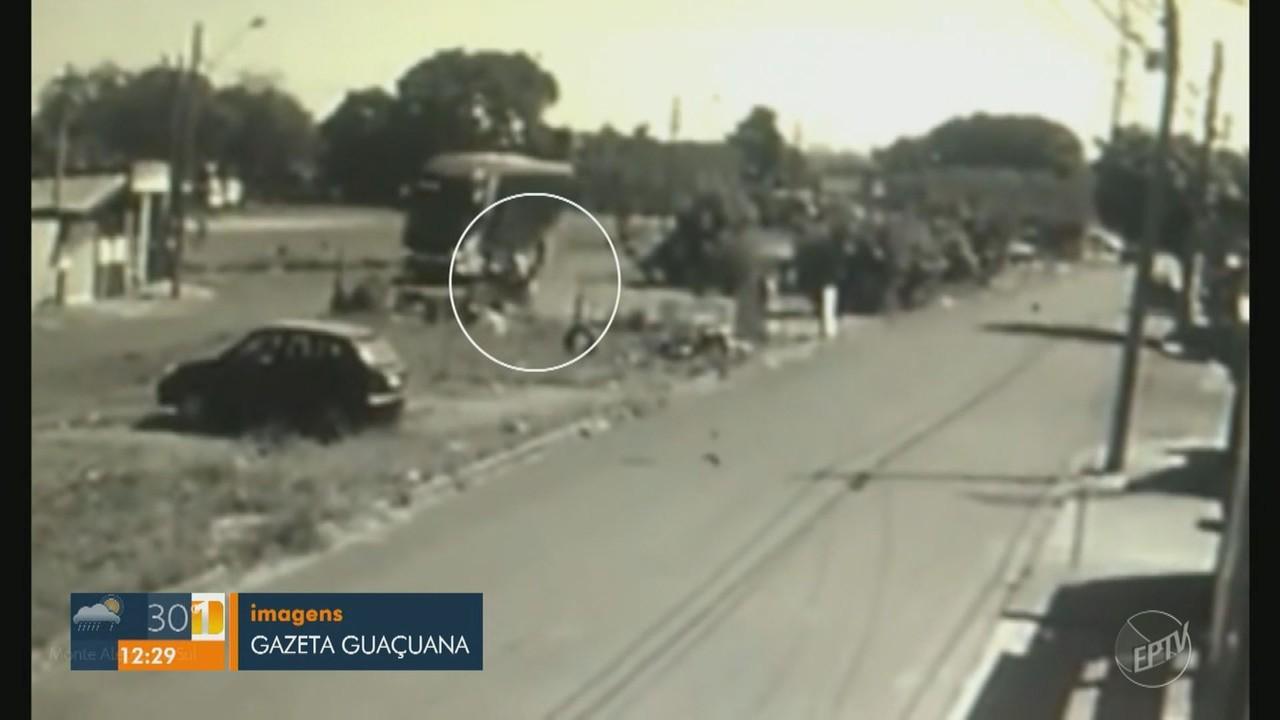 Motociclista morre após ser atingido por um ônibus durante perseguição policial