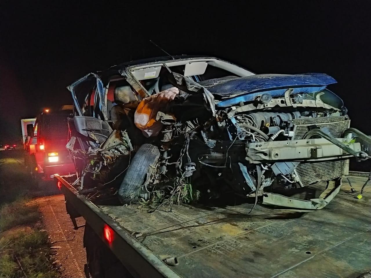 Acidente entre caminhão e três carros deixa três pessoas com ferimentos na BR-153, em Rebouças