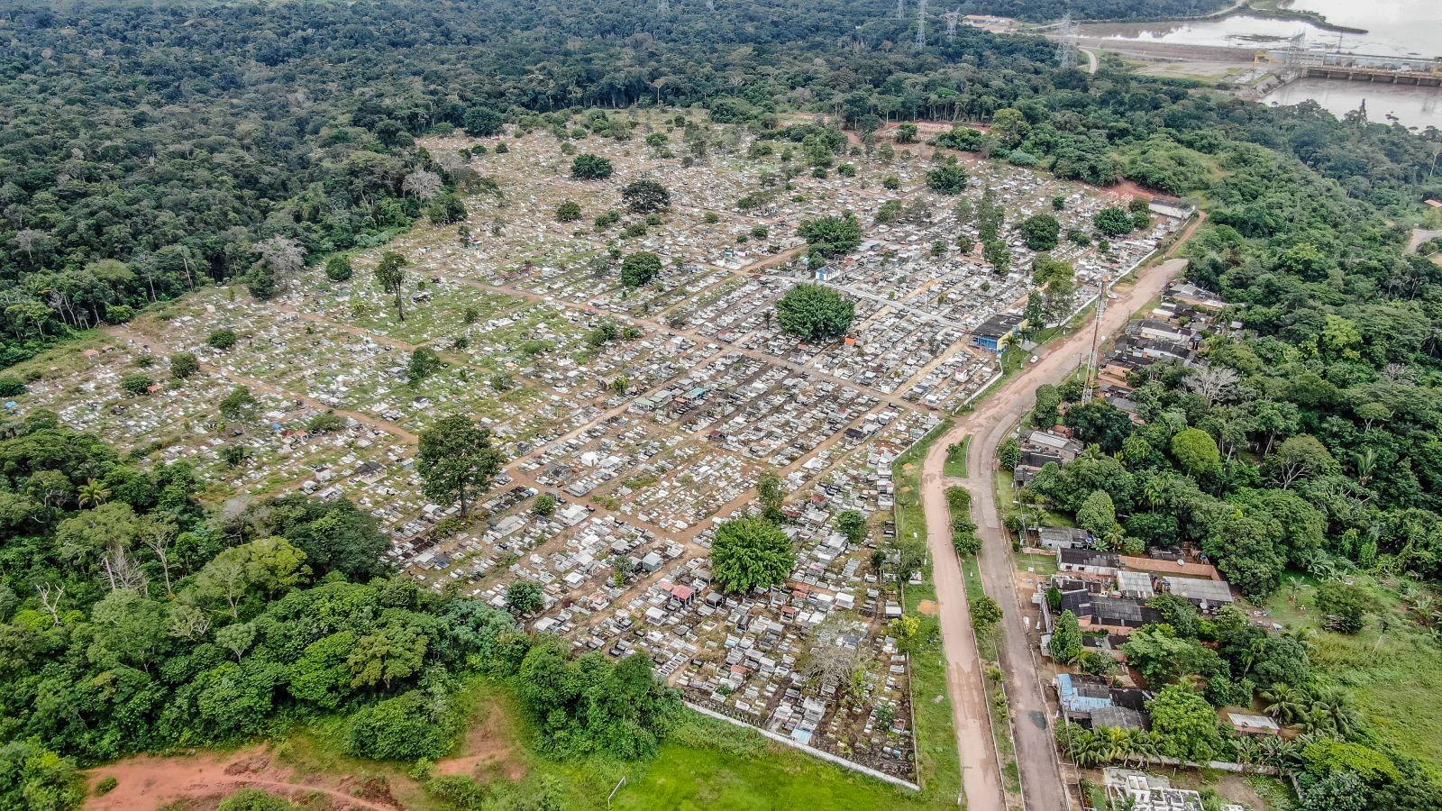 Com cemitérios lotados, sepultadores relatam cansaço e preocupações com avanço da Covid-19 em Rondônia
