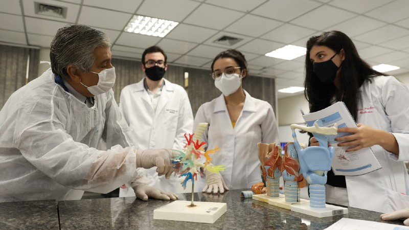 Com Residência em Geriatria e Mestrado, Medicina é destaque na Unifor