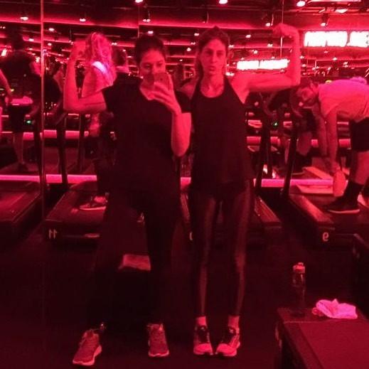 A repórter de moda e beleza Isabela Serafim e a diretora de redação Paula Merlo (Foto: Reprodução Instagram)