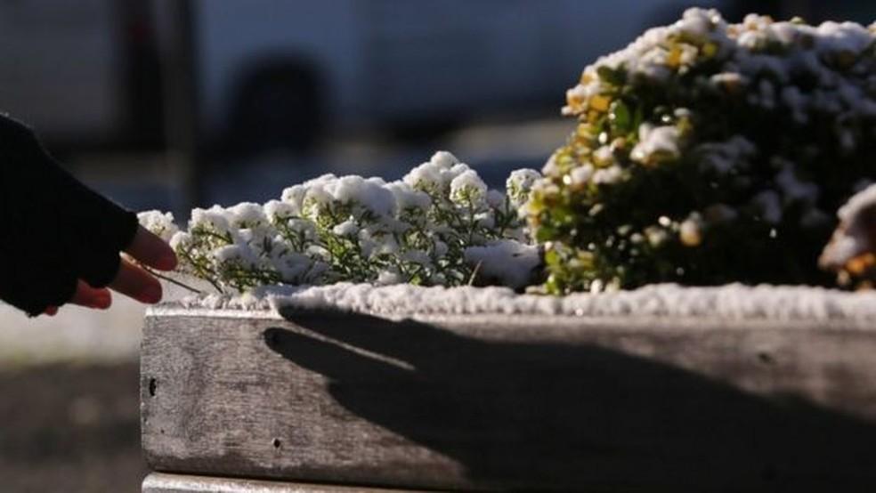 Um conjunto de fatores é necessário para que a neve atinja o solo — Foto: EPA via BBC