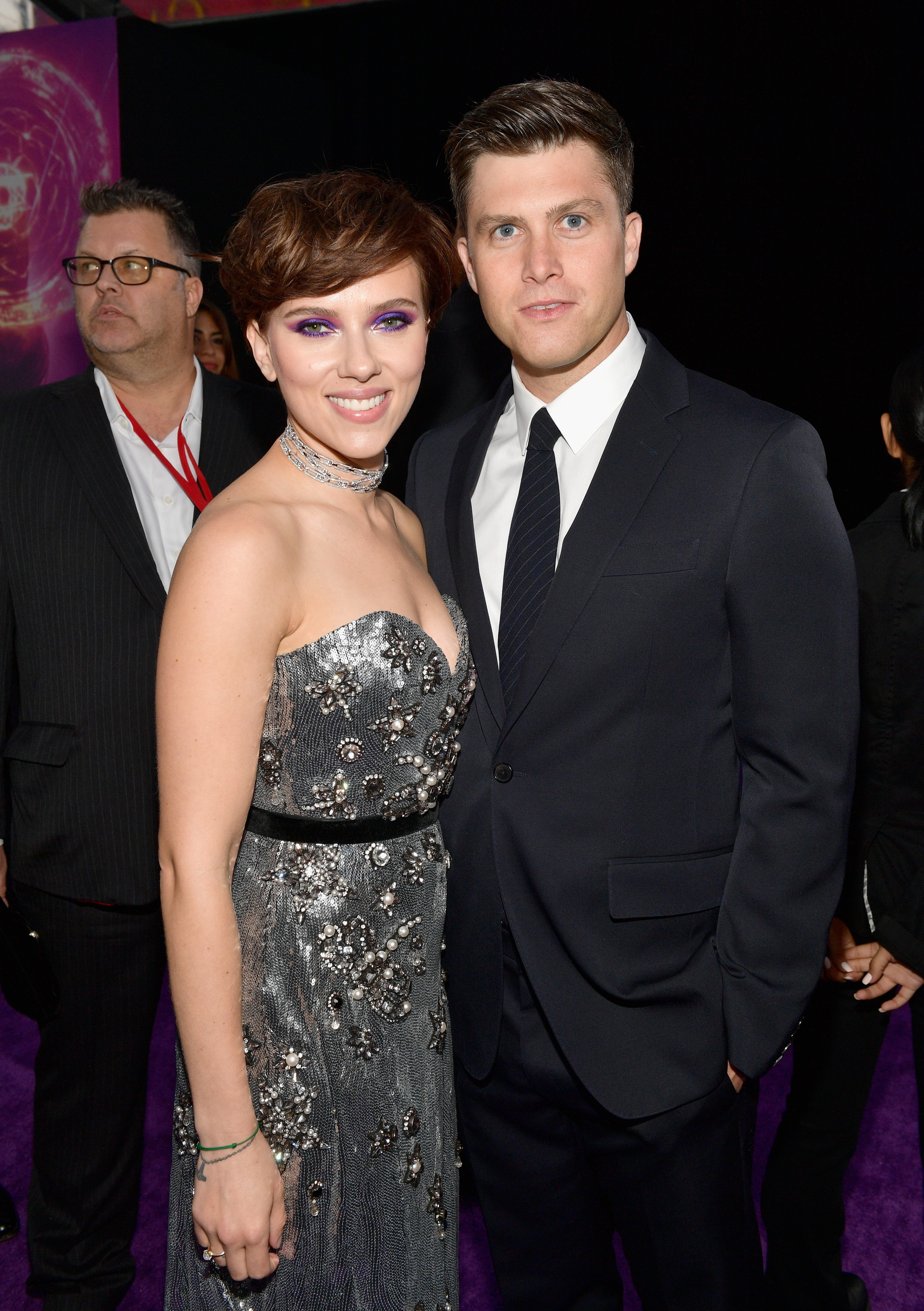 Actress Scarlett Johansson at the event of the release of the third Avengers and in the company of her friend, the comedian, Colin Jost (photo: Getty Images)