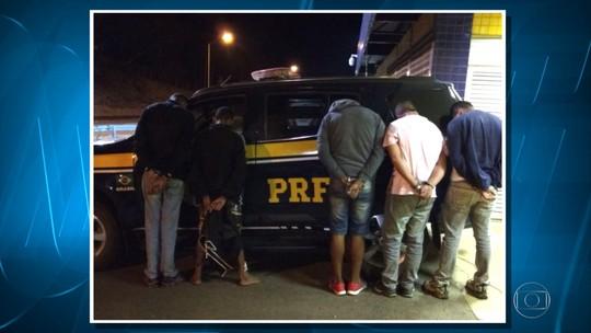 PRF detém suspeitos com arma e droga na BR-040, em Sete Lagoas