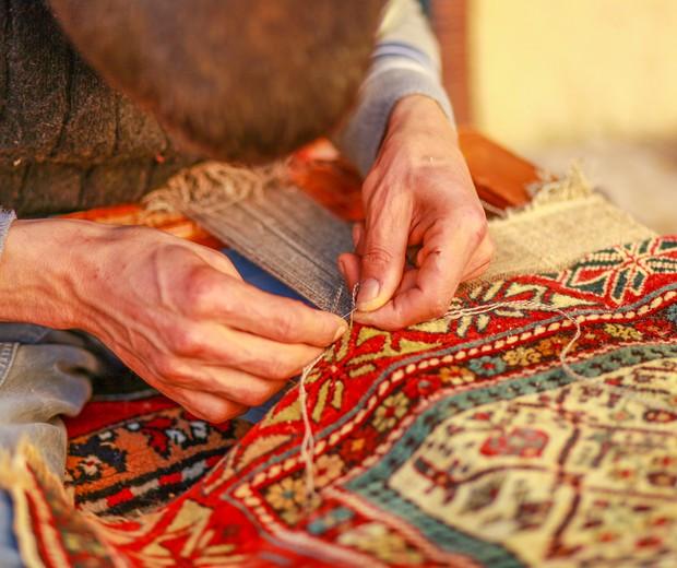 Muitos mais que objetos: tapeçaria na Turquia é arte milenar que reflete riqueza cultural (Foto: Shutterstock / bahadir ay)