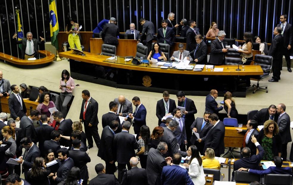 Deputados reunidos no plenário da Câmara durante a sessão desta terça (12) — Foto: Luis Macedo/Câmara dos Deputados