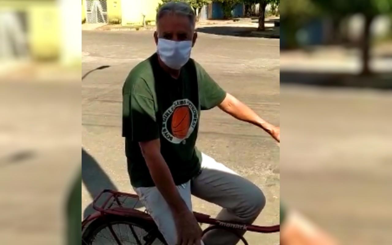 Morador de Itapuranga devolve R$ 5 mil a aposentada após ouvir anúncio em carro de som que ela havia perdido o dinheiro