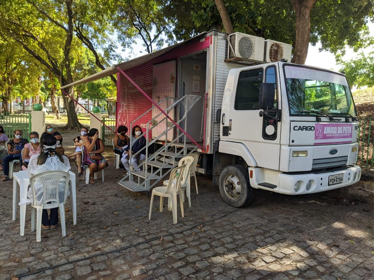 Unidade móvel volta a realizar exames gratuitos de mamografia em Olinda