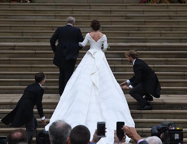 O vestido da Princesa Eugenie foi desenhado pela marca Peter Pilotto (Foto: Getty Images)