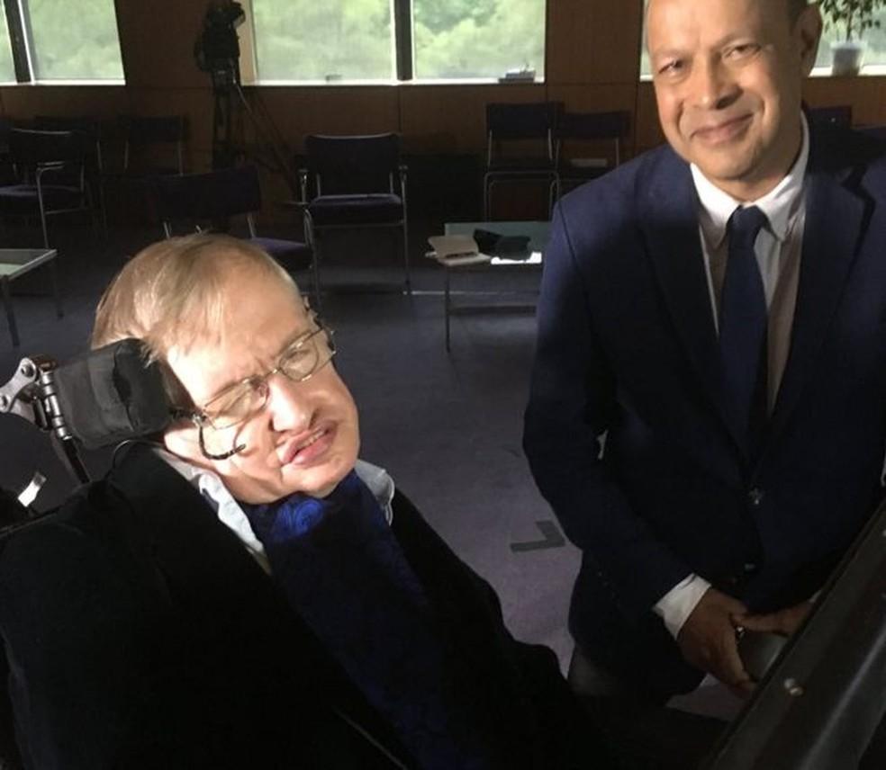 Stephen Hawking e Pallab Ghosh conversaram em outubro de 2017 (Foto: PALLAB GHOSH)