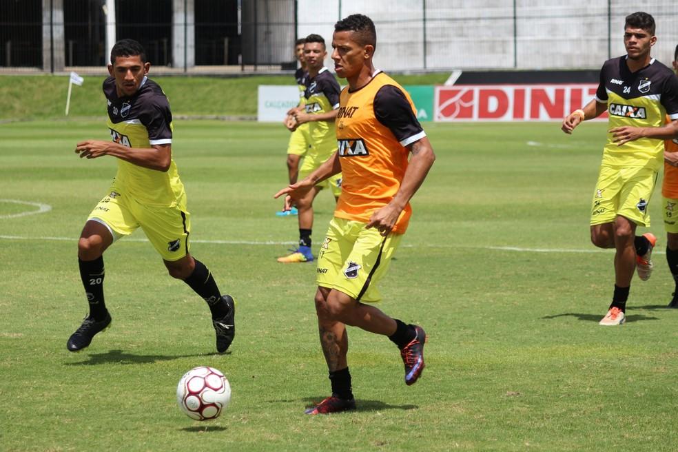 Adriano Pardal voltou aos treinos e é uma das novidades entre os relacionados (Foto: Andrei Torres/ABC)
