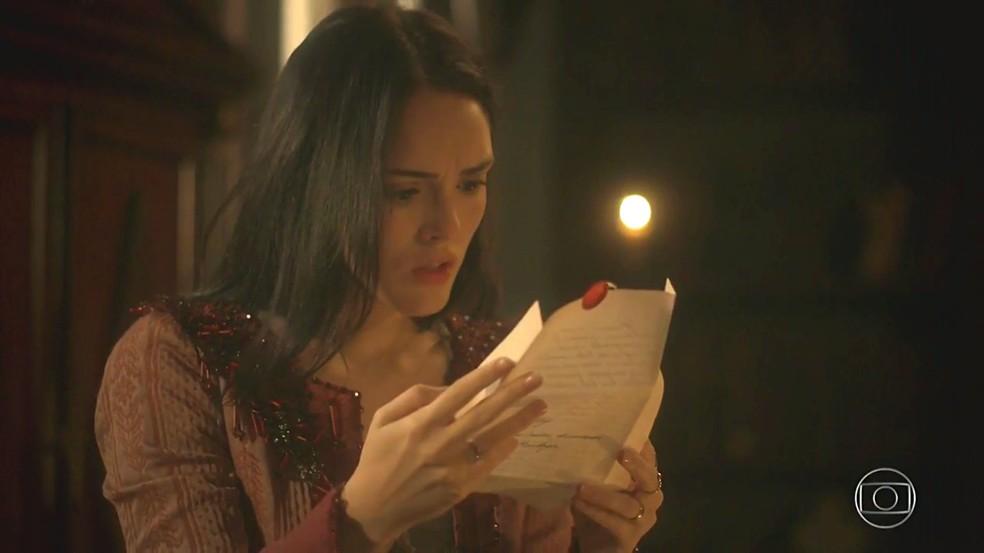 Anna (Isabelle Drummond) fica perplexa ao saber da ligação de Thomas (Gabriel Braga Nunes) com o pai dela, em 'Novo Mundo' — Foto: TV Globo
