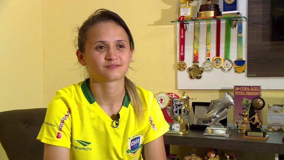 Família da atleta ainda mora no Conjunto Ceará, subúrbio de Fortaleza — Foto: Reprodução