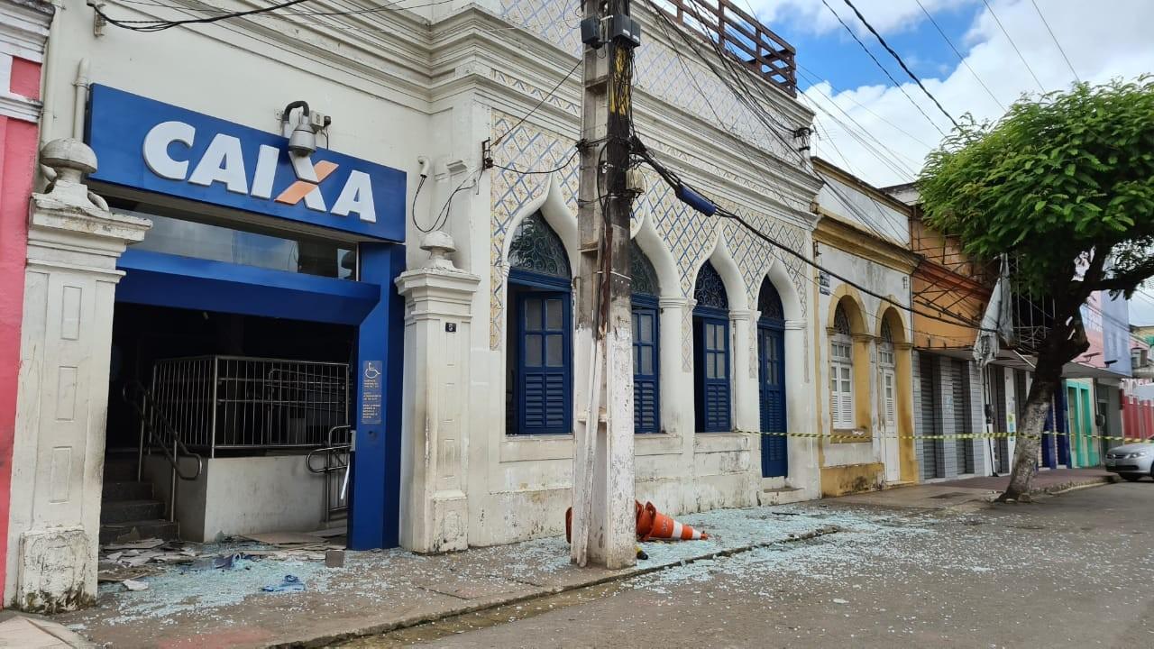 Criminosos explodem agência da Caixa Econômica e fazem refém em Paudalho