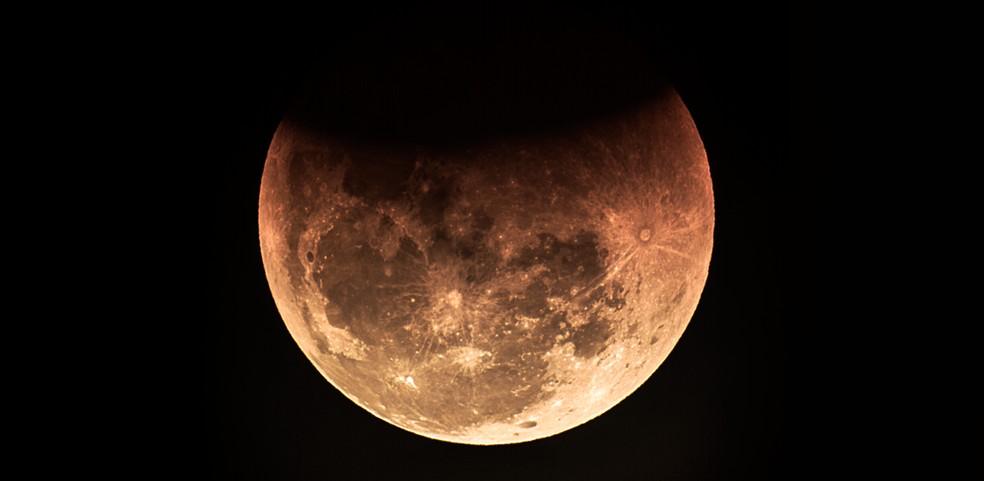 c1598987b ... Fase final do eclipse lunar que poderá ser visto da Estação Cabo  Branco, em João