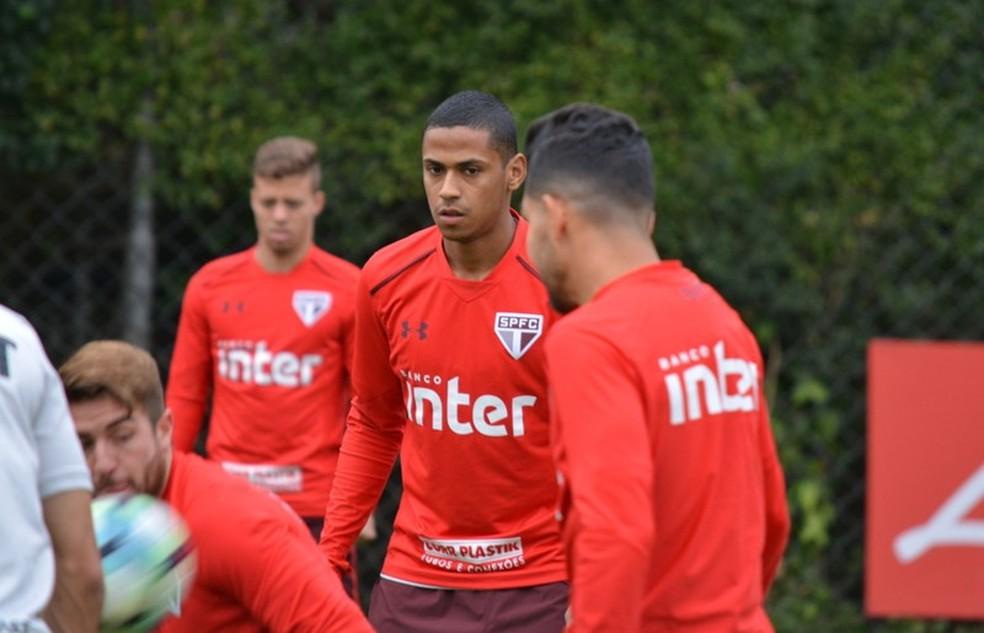 São Paulo abre vantagem, mas expulsão empurra Ponte para empate no Morumbi