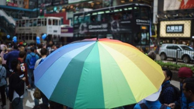 Por mais que a aceitação de pessoas trans no trabalho tenha aumentado recentemente, há muitos desafios ainda (Foto: Getty Images via BBC)
