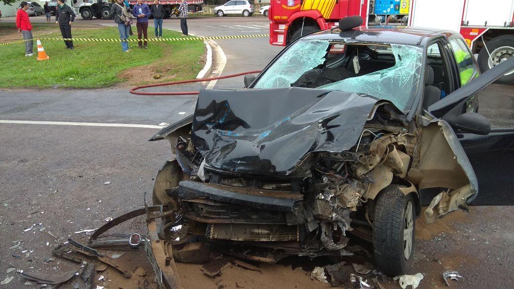 Uma pessoa morre e cinco ficam feridas em acidente entre caminhão e carro na BR-116, em Fazenda Rio Grande