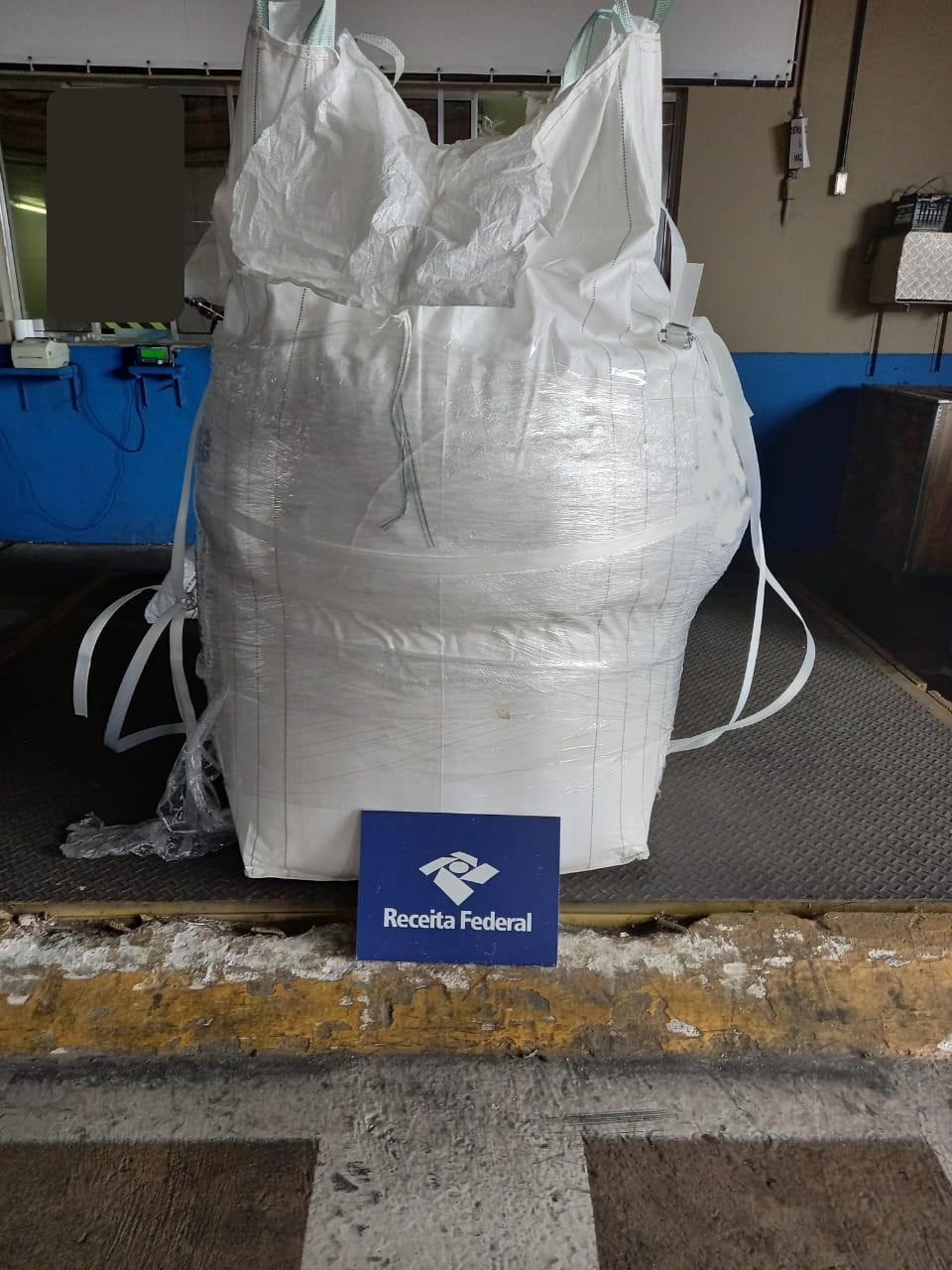 Receita Federal localiza 853 kg de cocaína em carga de proteína de soja no Porto de Santos, SP