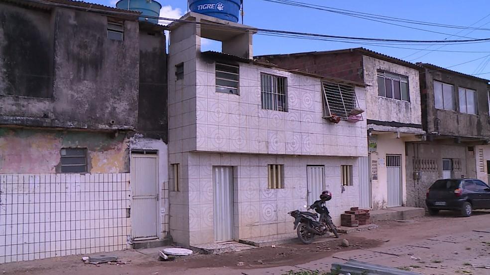Imóvel pegou fogo em Santa Tereza, em Olinda, no Grande Recife (Foto: Reprodução/TV Globo)