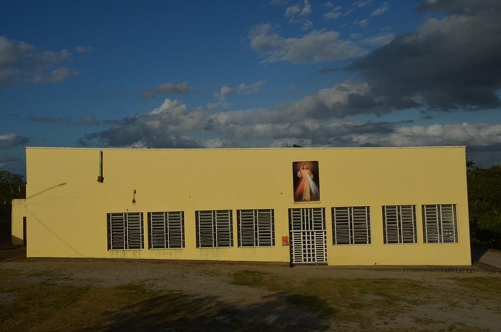 Igreja fica localizada ao lado da estátua de Jesus Misericordioso, em Campina Grande (Foto: João Brandão Neto/G1)