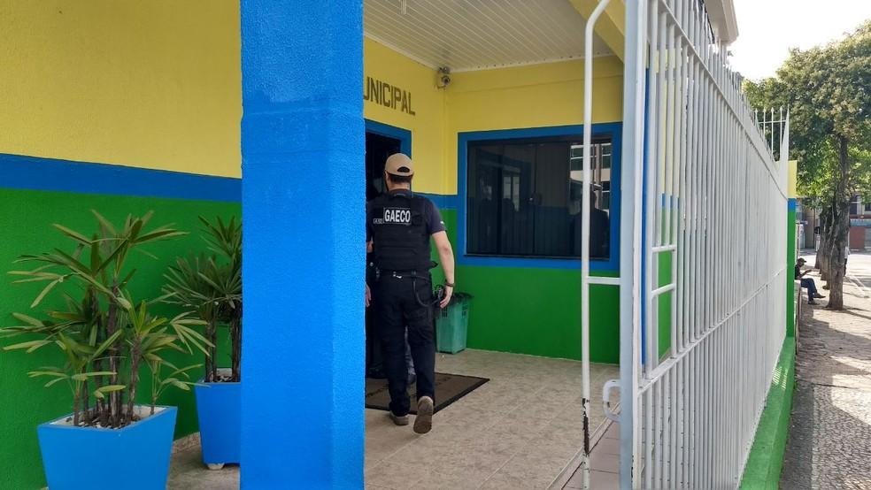 Operação foi deflagrada na manhã desta segunda-feira (18), em Rio Branco do Sul (Foto: Bruno Fávaro/RPC)