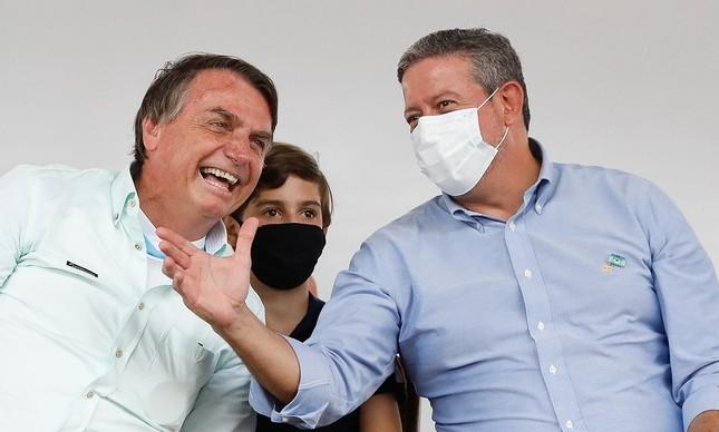 Jair Bolsonaro e Arthur Lira em solenidade oficial em Alagoas