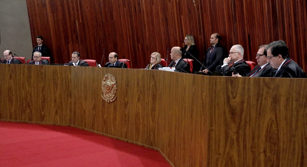 Ministros do TSE no plenário do tribunal durante a sessão desta terça-feira (10) — Foto: Abdias Pinheiro/ASCOM/TSE
