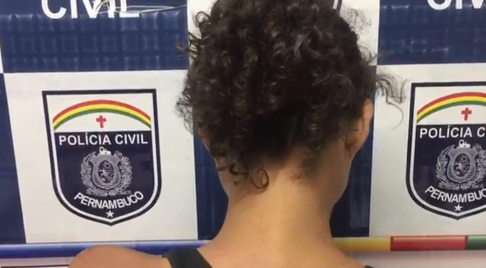 Mulher relatou ter sofrido torturas por causa de uma dívida com traficante de drogas, no Recife (Foto: Polícia Civil/Divulgação)