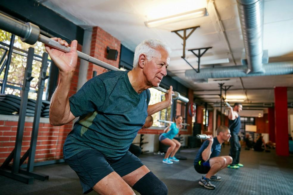 Idosos que se exercitam tem risco reduzido de câncer (Foto: Istock Getty Images)