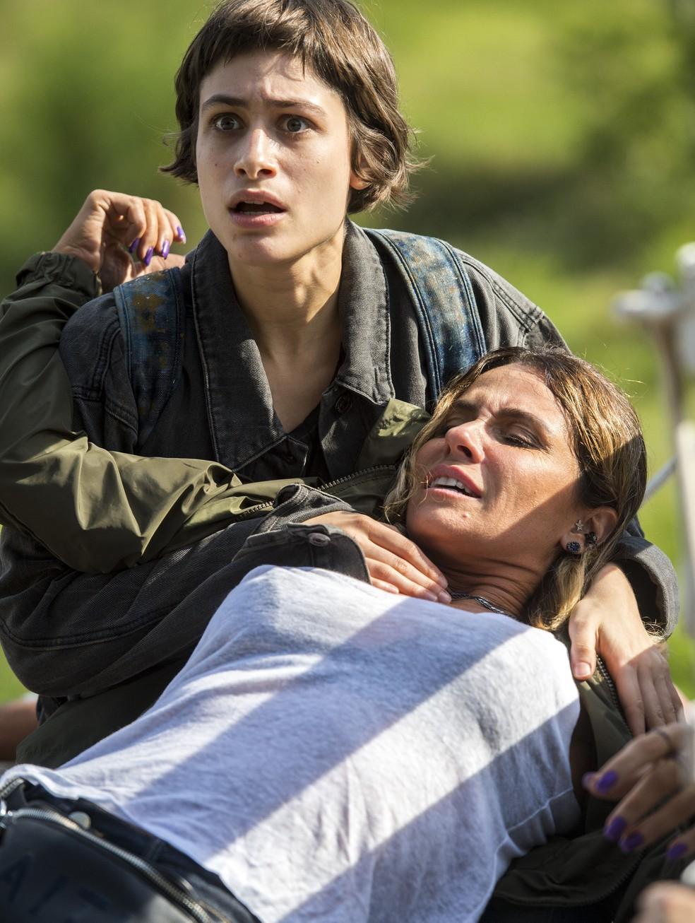 Luzia arrisca a própria vida para salvar Manu (Foto: Globo/João Cotta)