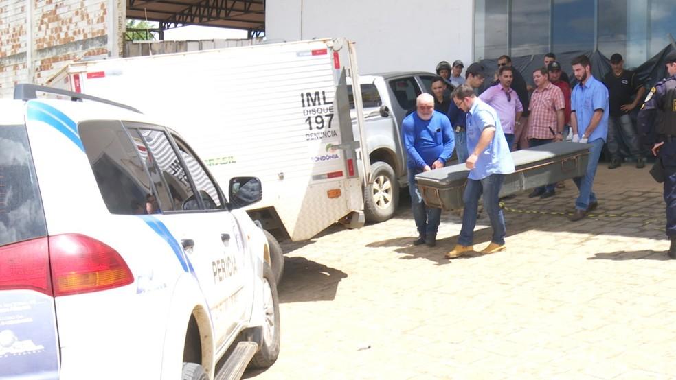 Instituto Médico Legal (IML) recolheu corpo de empresário em Ariquemes.  — Foto: Reprodução/Rede Amazônica