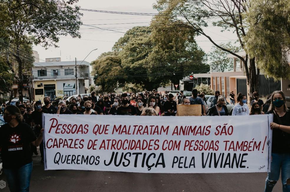 Ato ocorreu, em Campo Mourão, neste domingo (18) — Foto: Rafaela Sagais
