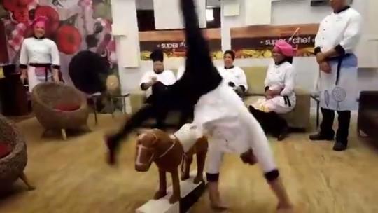 Diego Hypolito faz estrela por cima de 'cavalo' e aposta no 'Bolão do Super Chef' em papo ao vivo
