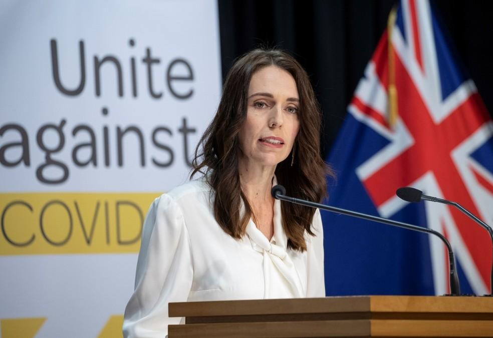 Imagem de arquivo mostra primeira-ministra da Nova Zelândia, Jacinda Ardern, em coletiva de imprensa  — Foto: Mark Mitchell/Pool/AFP
