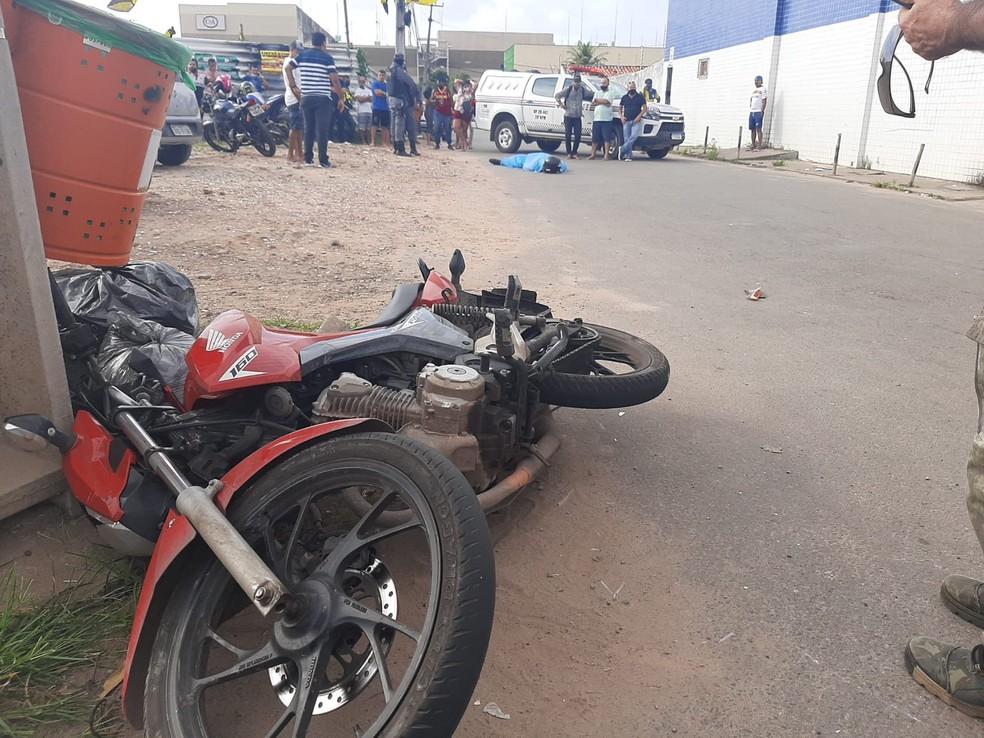 Motociclista morre após ser arrastado por caminhão em São Luís — Foto: Alessandra Rodrigues/Mirante AM.
