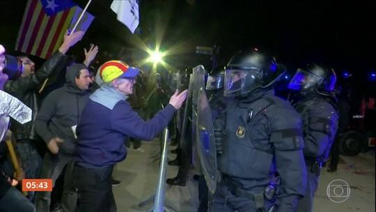 Manifestantes protestam contra visita do Rei Felipe VI à Catalunha