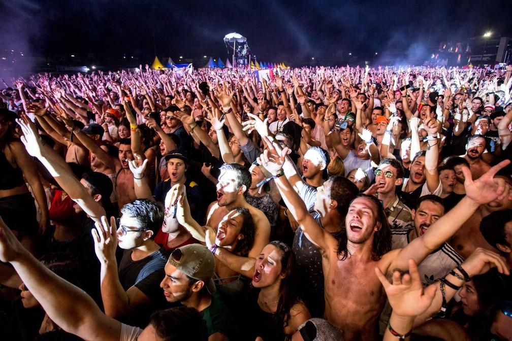 SÁBADO - Público durante show do DJ Snake no Lollapalooza 2018 (Foto: Marcelo Brandt/G1)