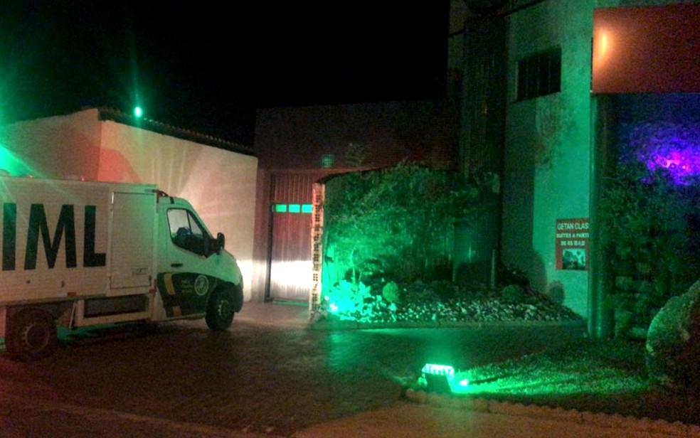 Homem é morto em motel de Aparecida de Goiânia (Foto: John Willian/ TV Anhanguera)