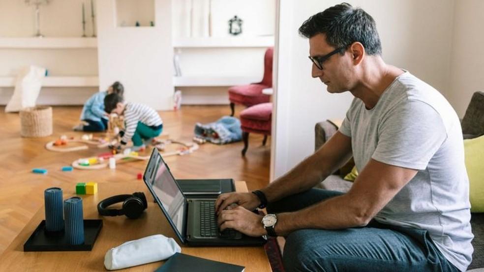 Na América Latina, cerca de 21% dos ocupados conseguem trabalhar de casa - metade do percentual registrado na Europa e nos Estados Unidos — Foto: Getty Images via BBC