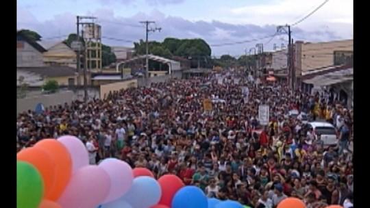 Parada LGBT percorre as ruas de Ananindeua, no Pará