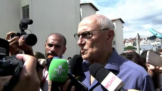 Eduardo Suplicy chega ao velório e fala emocionado sobre Lula