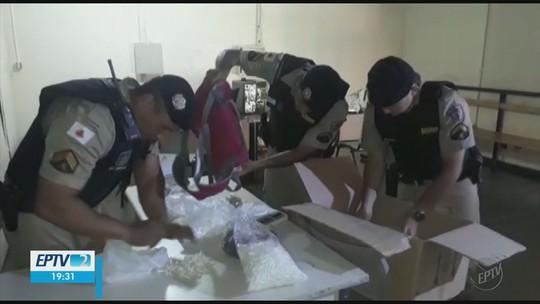 Dupla é presa com mais de cinco mil pinos de cocaína avaliados em R$ 100 mil em Passos, MG