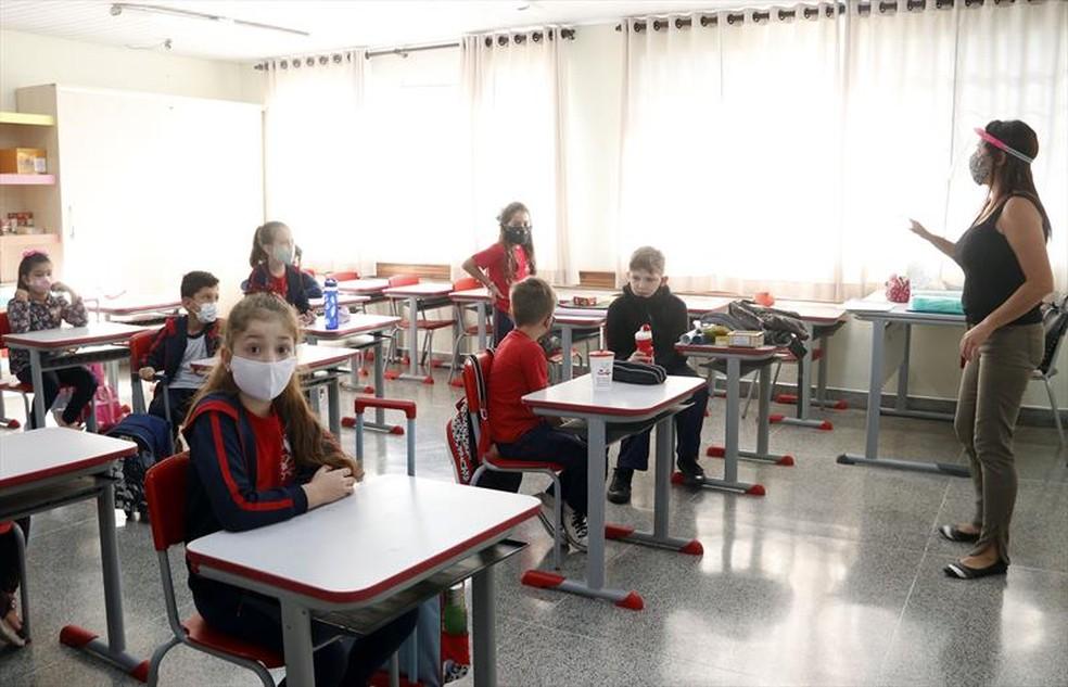 Escola municipal Curitiba aulas híbridas presenciais colégio — Foto: Lucilia Guimarães/SMCS