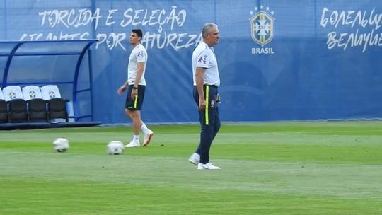 Por lesão em comemoração, Tite manca em treino da Seleção e faz fisioterapia
